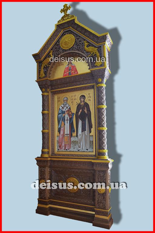 Церковный киот позолоченный, ручной работы из дуба для храма.