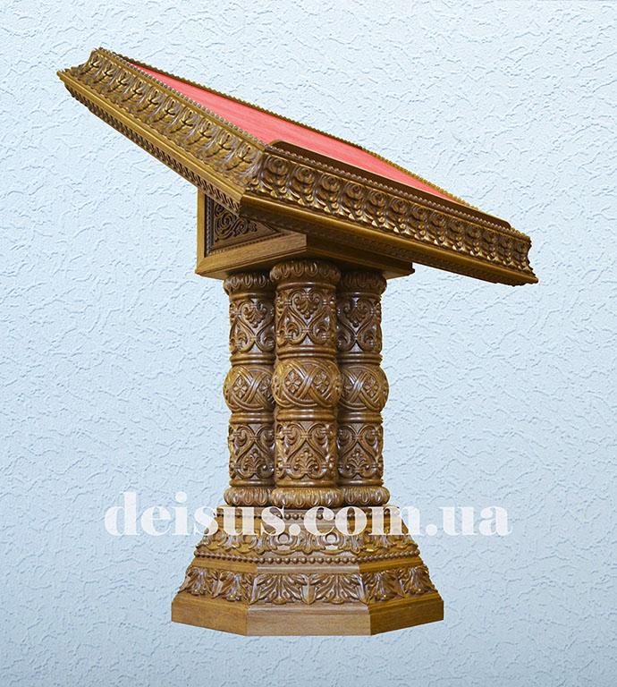Аналой церковный из дуба в классическом стиле. Артикул №00703.