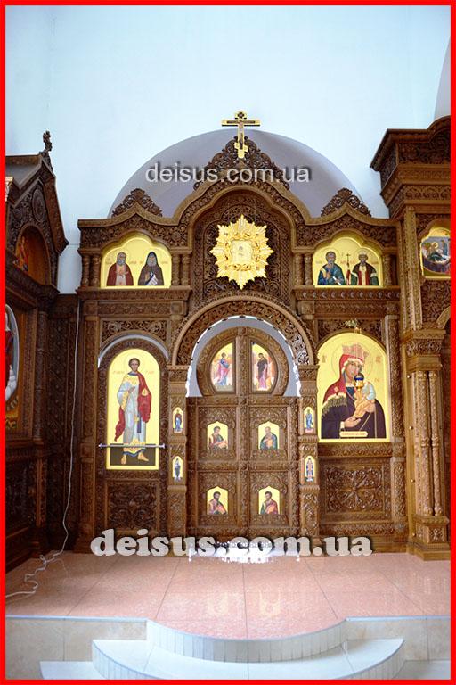 Северный предел церковного иконостаса.